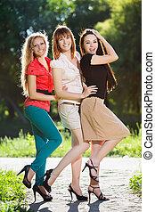 alegre, tres, mujeres