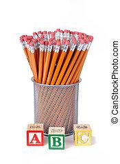 alfabet, potloden, bakstenen