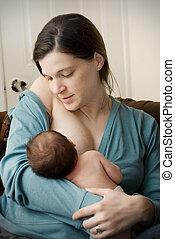 alimentación, ella, joven, recién nacido, madre, baby.