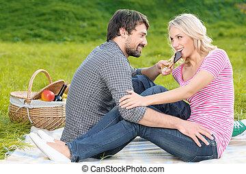 alimentation, barre, aimer, hommes, jeune, chocolat, sien, savoir, chocolate., petite amie, pique-nique, vous