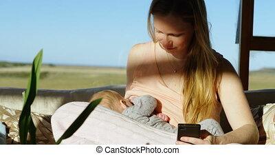alimentation, elle, téléphone portable, quoique, poitrine, mère, bébé, utilisation, 4k