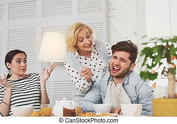 alimentation, femme, elle, vieilli, fils, essayer, gentil