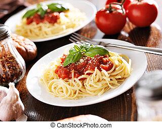 alimento italiano, -, espagueti con la salsa de tomate