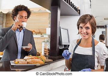 alimento, servidor, mostrador, preparando, feliz