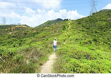allant pied piste, dans, montagnes