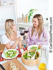 allegro, amici, mangiare, due, femmina
