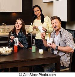 allegro, amici, mangiare, fast food, in, casa interno