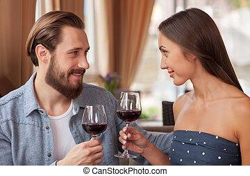 allegro, coppia amorosa, è, godere, rosso, bevanda, in, ristorante