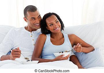 allegro, coppia, detenere, colazione, su, loro, letto