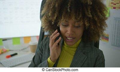 allegro, elegante, lavoratore, parlando telefono