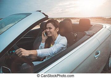 allegro, femmina, driver, parlante, su, smartphone, in, trasporto