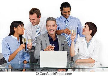 allegro, squadra affari, tostare, con, champagne