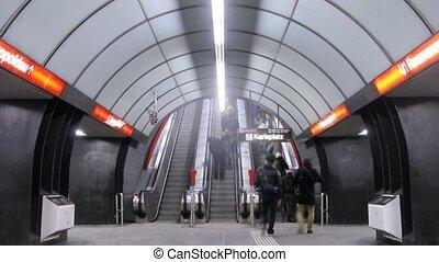 aller, escalator, gens, métro