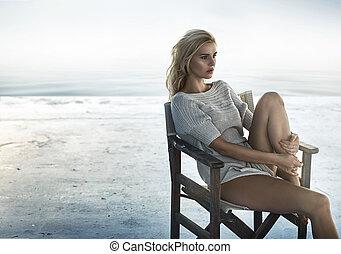 allettante, seduta, ritratto, donna, sedia, retro
