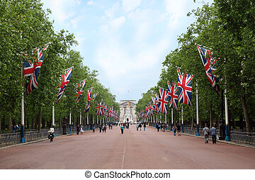 Alley Mall, Victoria Memorial and Buckingham Palace are seen in the distance. Right and left of the mall hang British flags