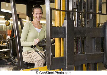 almacén, carretilla elevadora, trabajador