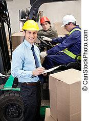 almacén, supervisor, capataces, trabajando