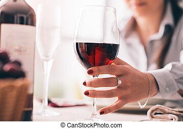 almoço, mulher, vinho, tendo, provando