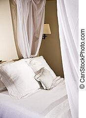almohadas, en, un, blanco, endosele cama
