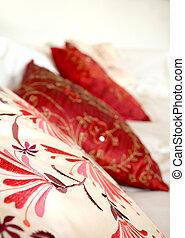 almohadas, rojo