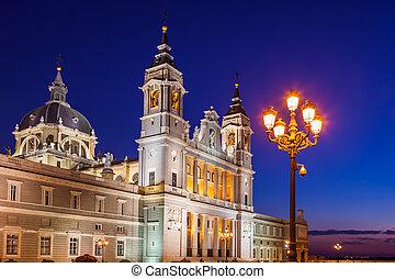 almudena, catedral, en, madrid, españa