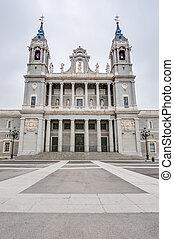 almudena, catedral, en, madrid, spain.