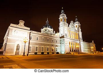 almudena, catedral, en, night., madrid, españa