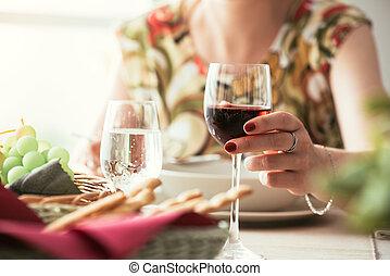almuerzo, mujer, teniendo, restaurante