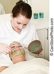 Aloe Vera Facial - Aloe Vera facial preparation at a beauty ...