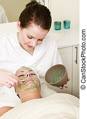 Aloe Vera Facial - Aloe Vera facial preparation at a beauty...