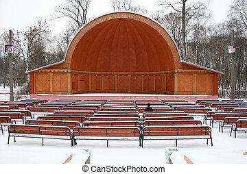 alone in straw-hat theatre
