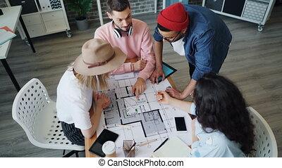 alors, angle, jeune, architectes, élevé, conversation, plan, haut-cinq, dessin, vue