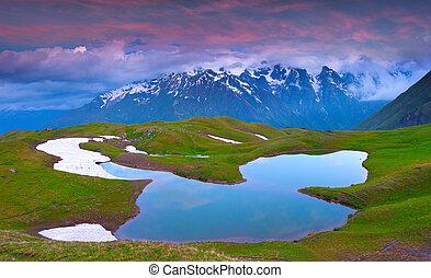 alpejskie jezioro, w, przedimek określony przed rzeczownikami, kaukaz, góry.