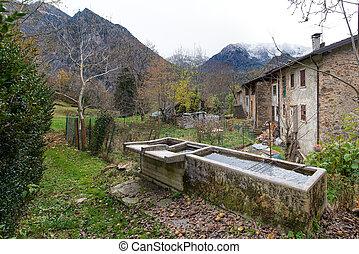 alpes, italien, vieux, fontaines, village