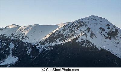 alpes, montagne, soir, crêtes, neigeux, sur, coucher soleil, défaillance temps, hiver