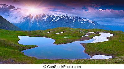 alpine sø, ind, den, caucasus, bjerge.