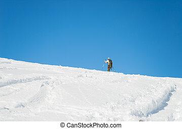 alpino, hacia, el viajar del esquí, cumbre