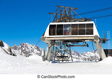 Alps in winter - The ski lift at the Alpette in Vaujany and ...