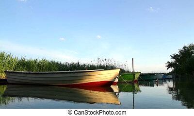 alsnog-leven, met, bootjes, op, ondergaande zon
