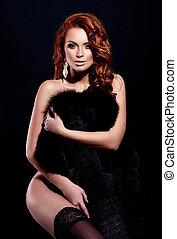 alta moda, look.glamor, ritratto, di, bello, sexy, rosso, elegante, nudo, caucasico, giovane, modello, con, luminoso, trucco, con, perfetto, pulito, in, biancheria intima, in, cappotto pelliccia