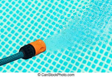 alta pressione, acqua, da, uno, tubo, fluente, in, uno, stagno, -, closeup