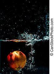 alta velocidade, fotografia, de, maçã, com, respingo, em, água