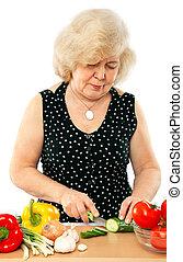 alte frau, kochen essen