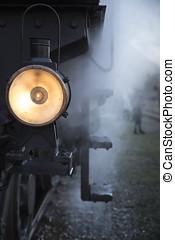 Alte leuchtende Loklaterne mit Dampf- old shining ocomotive...