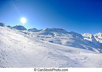 alte montagne, sotto, neve, in, il, inverno