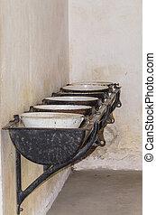 Alte Waschbecken Anlage          Old sink facility