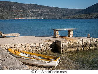 altes , bank, und, klein, ruderboot, strand, von, cres