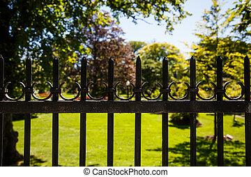 altes , kleingarten, zaun, schwarz, eisen, ungefähr