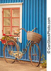 altes , rostiges , dame, fahrrad, vor, a, schwedische , haus