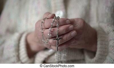 altes , runzelig, hände, besitz, rosenkranz, und, beten,...